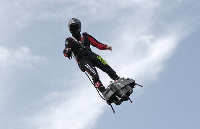 French hoverboard pilot will retry jet-powered flight to England