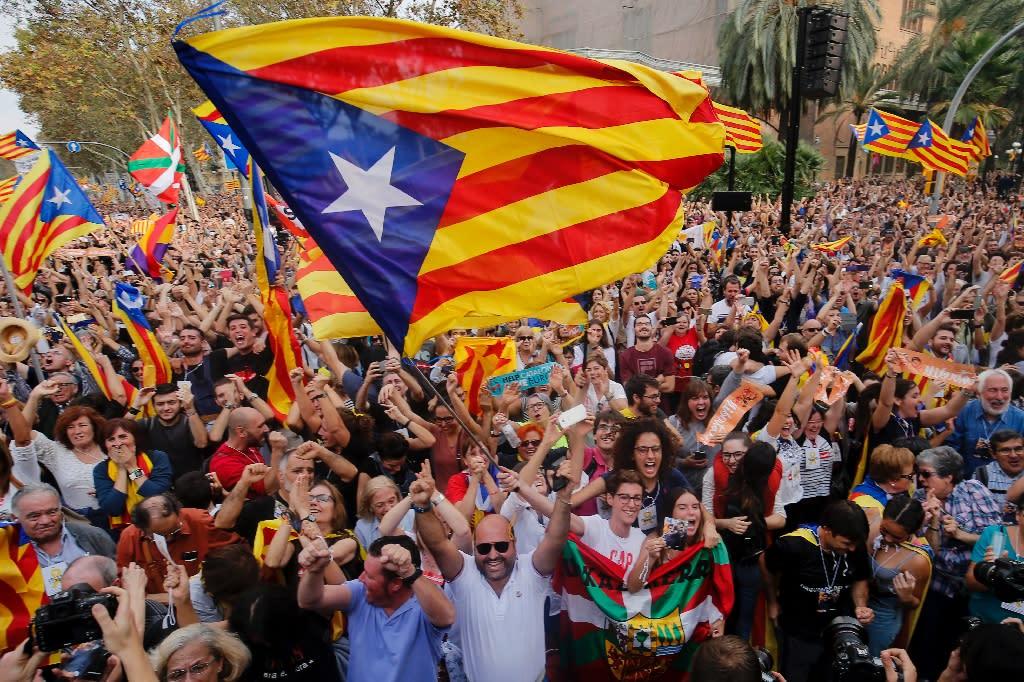 The independence declaration threw Spain into political turmoil (AFP Photo/PAU BARRENA)