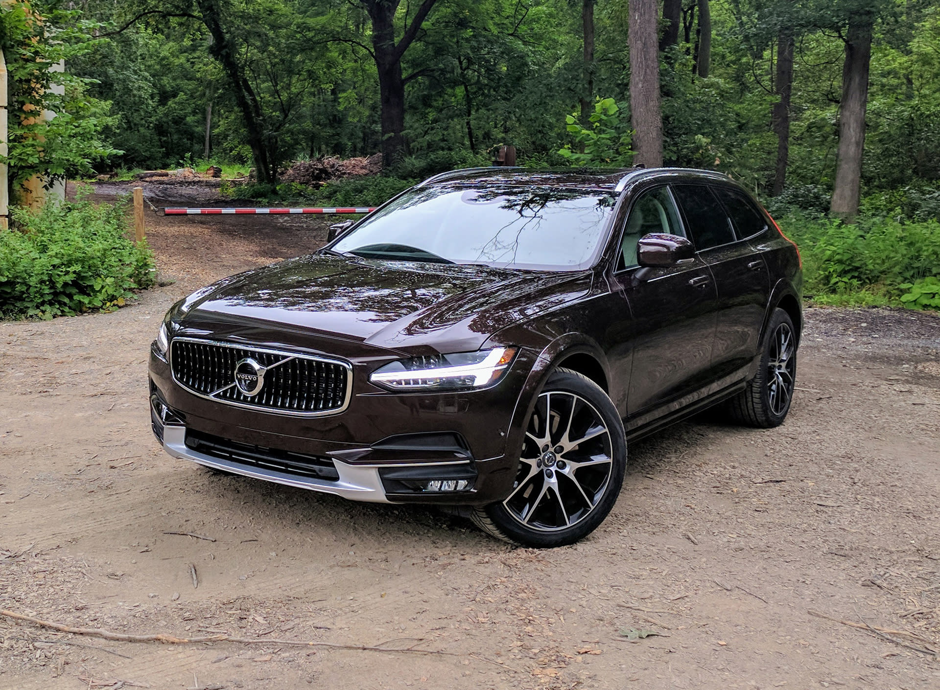 volvo v90 cross country review the best car volvo 39 s ever built. Black Bedroom Furniture Sets. Home Design Ideas