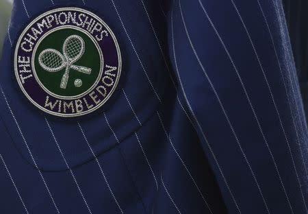 Una chaqueta de un juez de silla es vista en Wimbledon, Inglaterra.