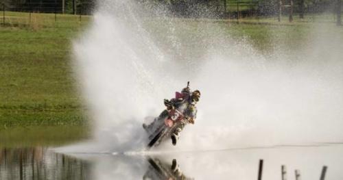 Moto - Vidéo : Quand Travis Pastrana roule sur l'eau...