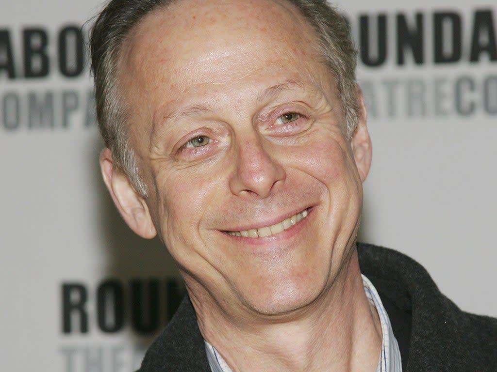 YOU temporada tres: ¿quién es Mark Blum, persona a la que está dedicada el primer episodio?