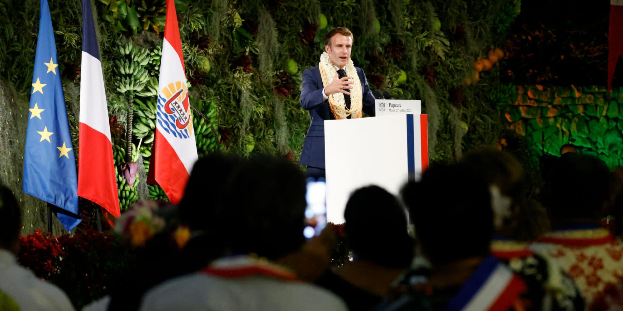 """Essais nucléaires : la France """"a une dette"""" envers la Polynésie française, déclare Macron"""