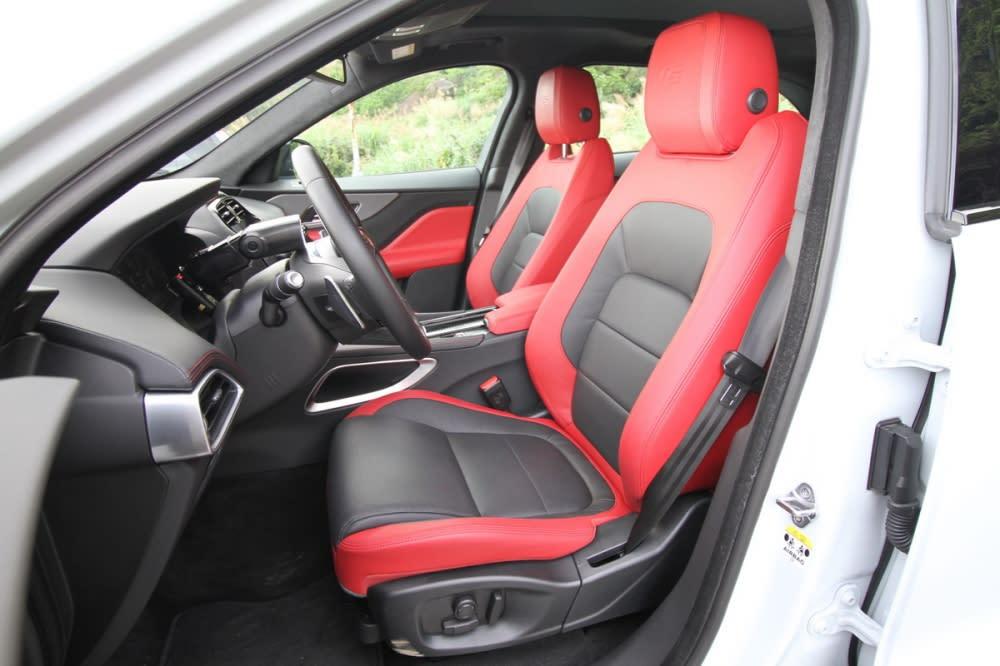 F-Pace的支撐性與包覆性都相當全面,搭配高剛性車體與吸震效果優異的懸吊,除了帶來更舒適的乘座感外,也讓駕駛更具信心