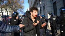 Lyon : Mâchoire fracturée et dents cassées... Un jeune homme accuse la police de violences en marge d'une manif