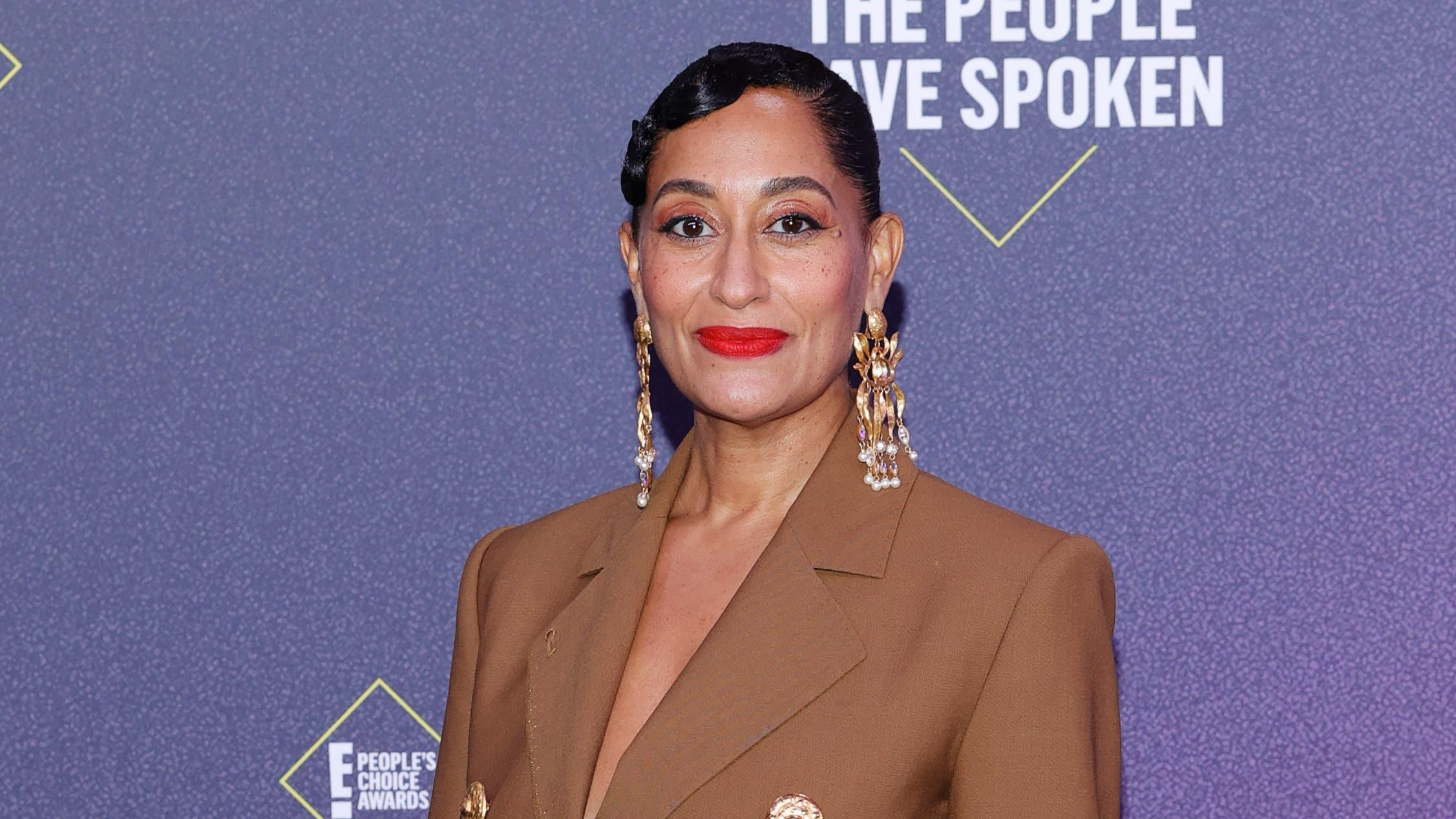 Tracee Ellis Ross thanks her mother Diana as she accepts fashion icon honour
