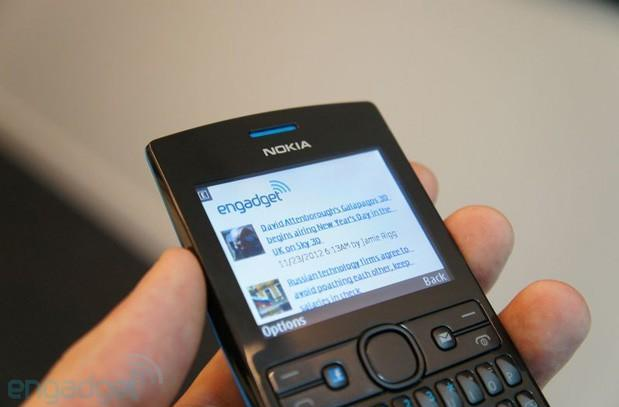 Hands-on with the Asha 205 and Nokia's Slam quick-sharing feature (video)