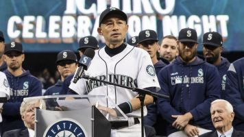 Ichiro wins Seattle's heart with moving speech