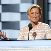 Elizabeth Banks' imitation of Donald Trump at the RNC is GOLD