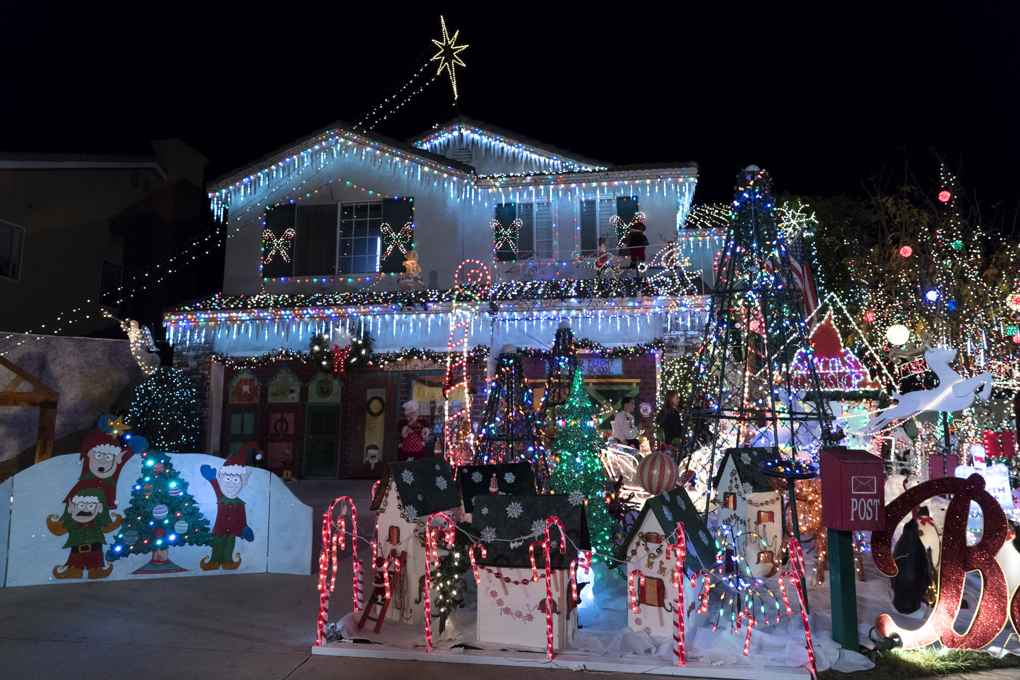 Get a Sneak Peek at the Most Insane Christmas Light Displays Across ...