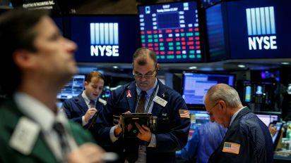 Wall Street trades sideways