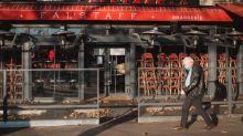 Les terrasses et les musées seront les premiers à rouvrir, affirme Emmanuel Macron devant les maires