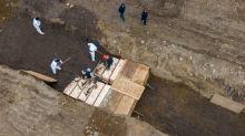 Coronavirus: New York ramps up mass burials amid outbreak