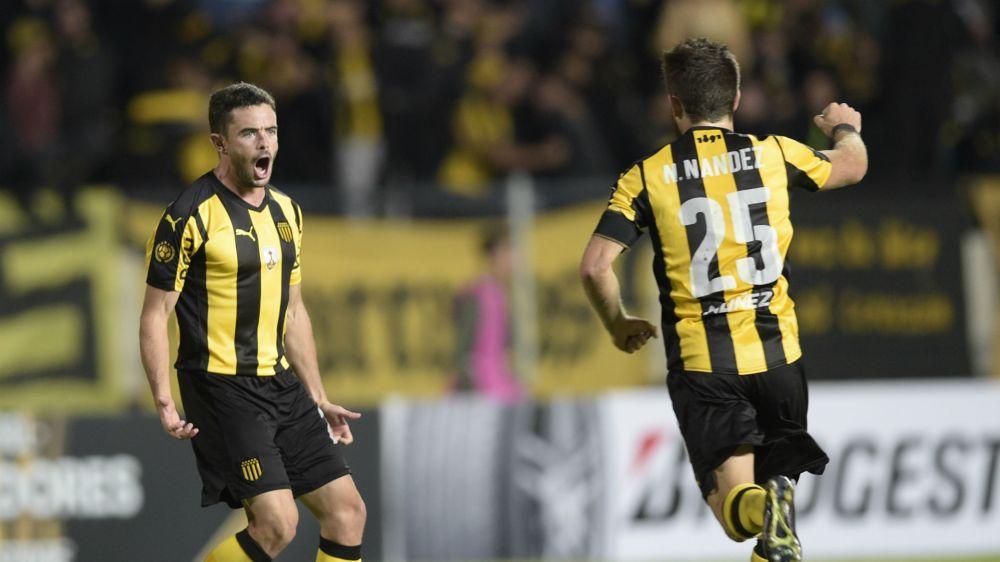 Peñarol no se baja de la pelea: venció a Danubio