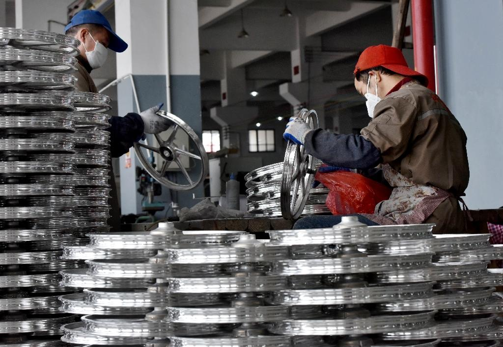 China's trade war with the US showed no sign of abating as factory activity slowed in September