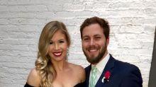 Após dois anos de fertilização in vitro, casal anuncia gravidez com foto impressionante