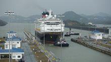 La sequía y el bajo nivel de agua obligan al Canal de Panamá a cobrar un sobreprecio a cada barco que lo cruce