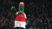 Covid, l'Arsenal licenzia la mascotte storica: calciatore si offre di pagargli lo stipendio