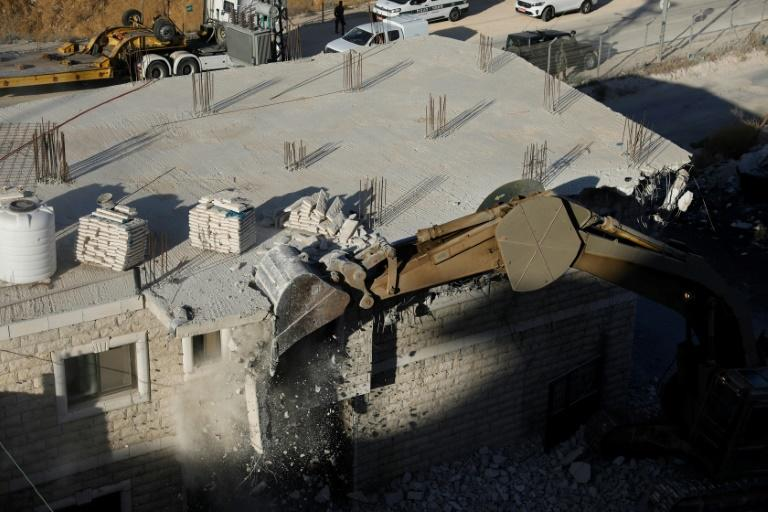 Israeli crews demolish Palestinian homes in East Jerusalem