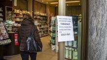 Brote de virus lleva a italianos a agotar máscaras y alimentos