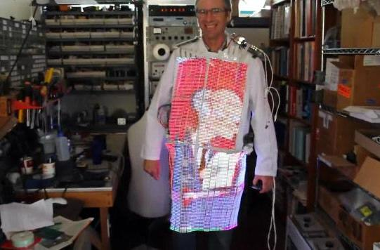 Wearable lab coat TV packs thousands of LEDs, heads for Burning Man (video)