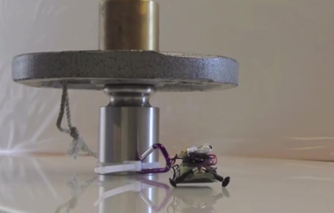 Este diminuto robot es más fuerte que tú