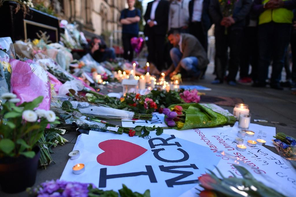Flowers and candles left for the 22 people killed in the May 22 terror attack at the Manchester Arena (AFP Photo/Ben STANSALL)