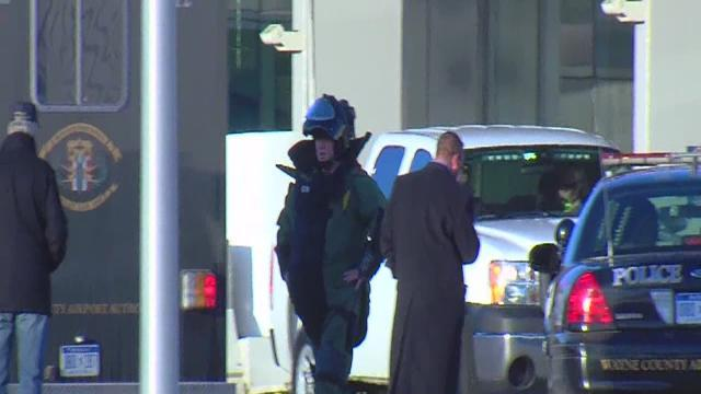 Bomb squad responds to Detroit Metro Airport, DTW North Terminal evacuated