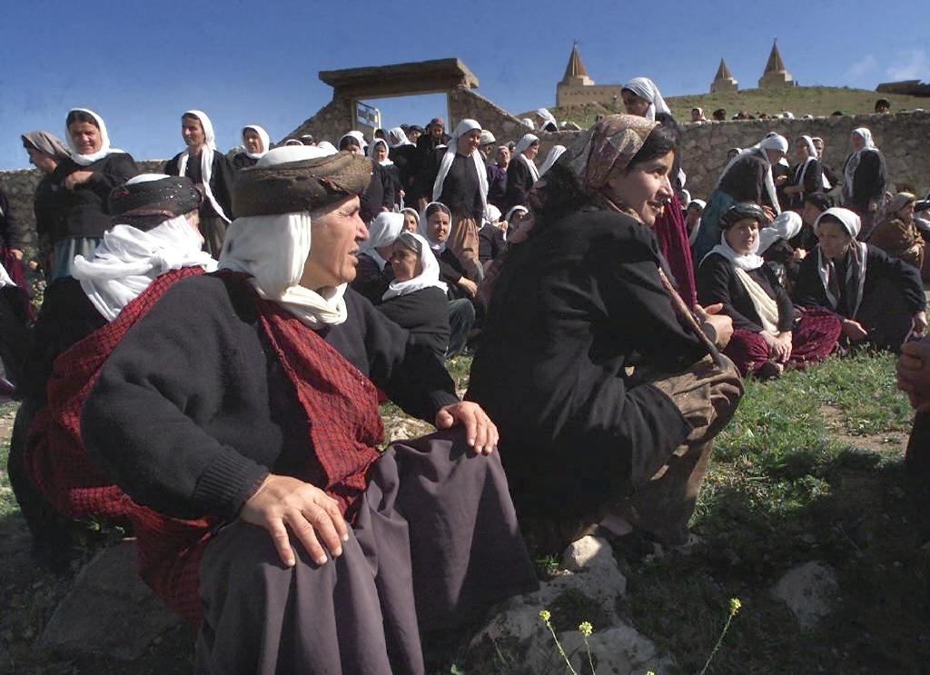 Women of the Yazidi community are seen gathering in Mosul, near Baashiqa temple (AFP Photo/Karim Sahib)