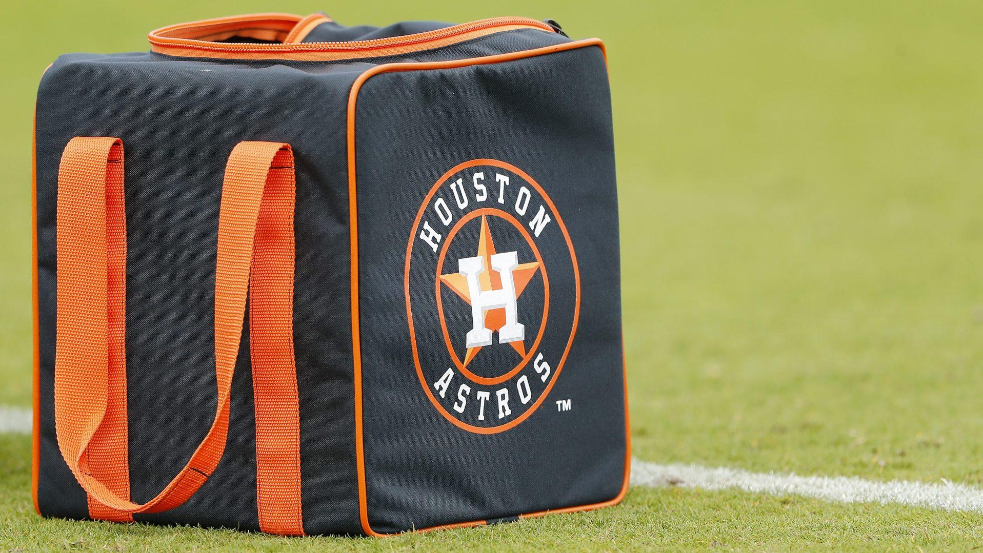 Astros greeted with boos in first spring training game