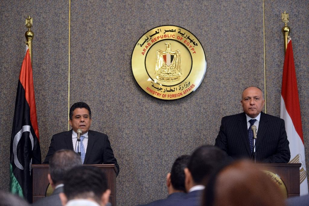 Egyptian Foreign Minister Sameh Shoukry (R) and his Libyan counterpart Mohammed al-Dairi (L) attend a press conference in Cairo, on June 8, 2015 (AFP Photo/Mohamed el-Shahed)