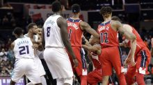 Hornets-Wiz scuffle ends in two ejections, Dwight doing the Sam Cassell dance
