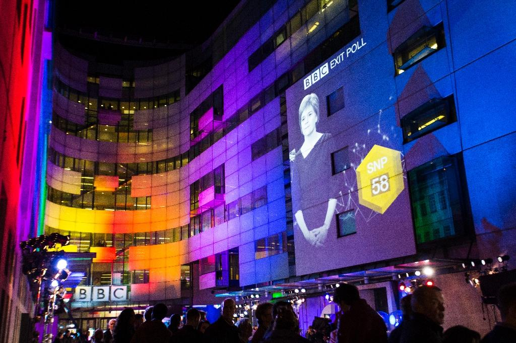 An exit poll predicting the Scottish National Party (SNP) led by Nicola Sturgeon will win 58 seats in the general election is projected onto BBC Broadcasting House, Portland Place in London on May 7, 2015 (AFP Photo/Jack Taylor)