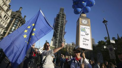 Hundreds of thousands march for new Brexit vote