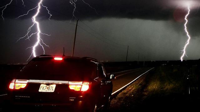 Storm chaser deaths could make tornado tourists think twice
