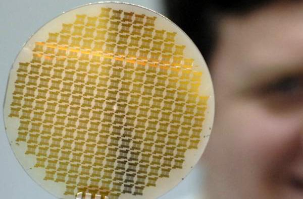 Penn State busts out 100mm graphene wafers, halcyonic dream inches closer to reality