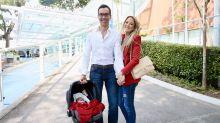 Ticiane Pinheiro deixa maternidade ao lado de César Tralli e da pequena Manuela