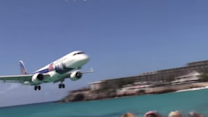 This Low Flying Plane Landed Just Feet From the Beach
