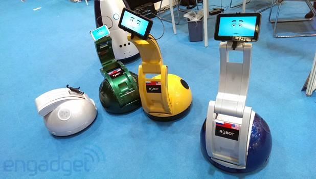 R.BOT shows off Synergy Swan, a phone- or tablet-powered telepresence robot (video)