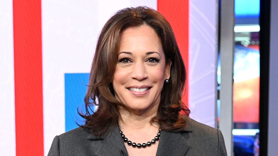 Harris's early 'no' on wall may give her 2020 edge