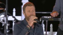 Dierks Bentley rocks out to 'Somewhere on the Beach' at a Texas block party