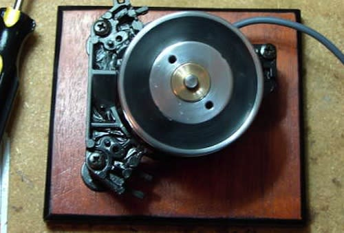 VCR head gets Frankenstiened into a beefy momentum scroll wheel