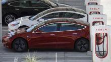 Aux États-Unis, le casse-tête des bouchons pour recharger sa Tesla