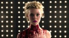 Cannes Review: 'The Neon Demon,' a Lavishly Kinky Gross-Out Surrealist Horror Film From Nicolas Winding Refn