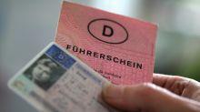 Nichtiger Bußgeldkatalog:Führerscheine werden zurückgegeben