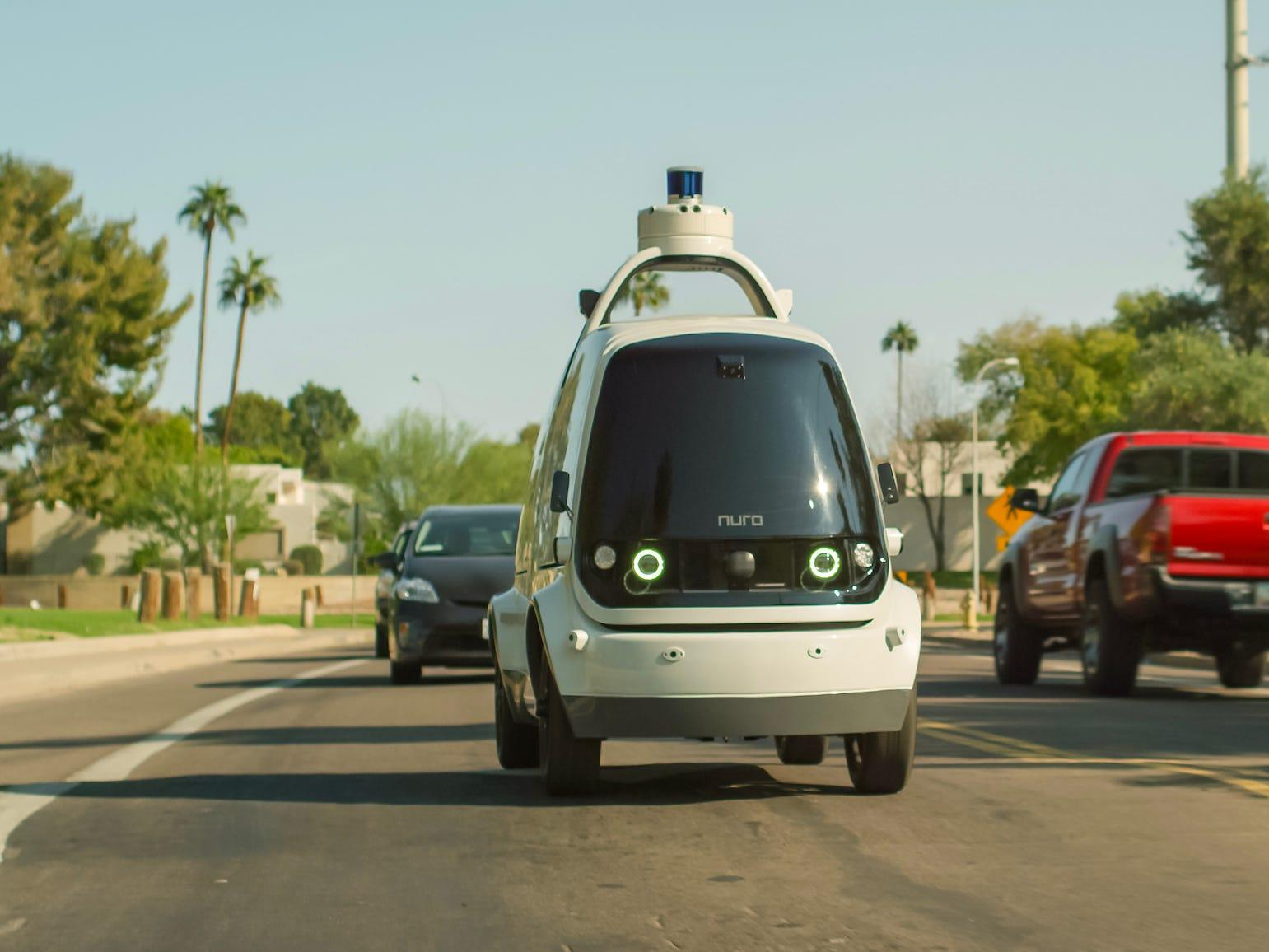 In California, small robot cars deliver pizza, groceries and medicine for the first time in 2021