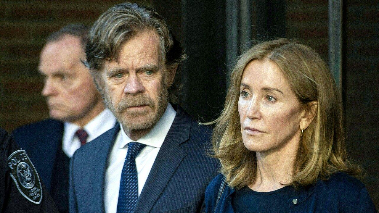felicity huffman turns herself in to federal prison. Black Bedroom Furniture Sets. Home Design Ideas