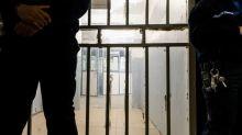 VIDEO. Coronavirus : En prison, des détenus volontaires au travail pour fabriquer des masques