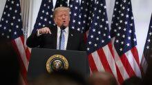 """Trump dice que tiene un cerebro """"grande, muy grande"""" y llama """"Señor Kurdo"""" a un reportero"""