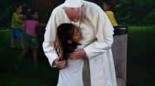 Papa visita abrigo para menores vulneráveis na Amazônia